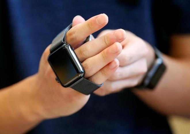 Vuot Fitbit, Apple thanh nha san xuat smartwatch so mot the gioi hinh anh 2
