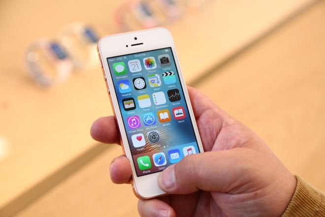 iPhone SE chinh hang giam gia 2 trieu dong hinh anh 1