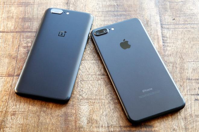 Do hieu nang thuc te cua OnePlus 5 va iPhone 7 Plus hinh anh