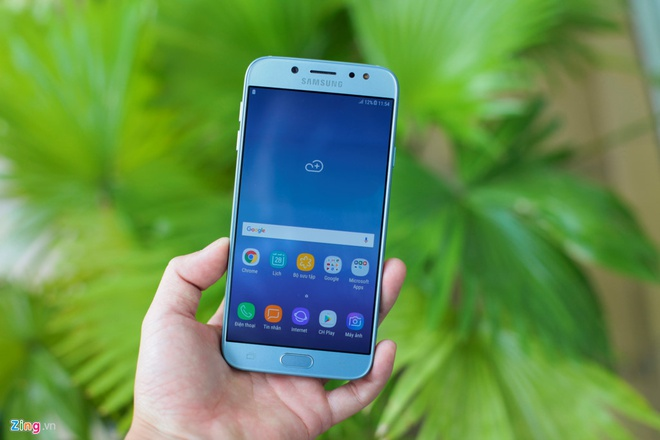 5 smartphone tam trung sang gia vua len ke tai VN hinh anh 4