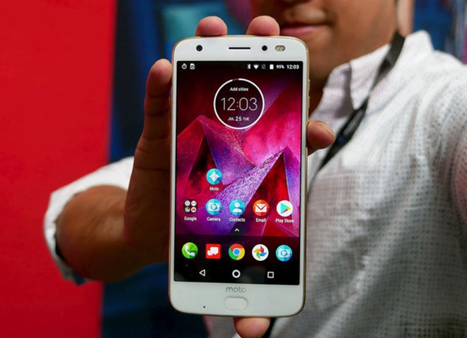 Moto Z2 Force ra mat doi dau Galaxy S8, OnePlus 5 hinh anh 1