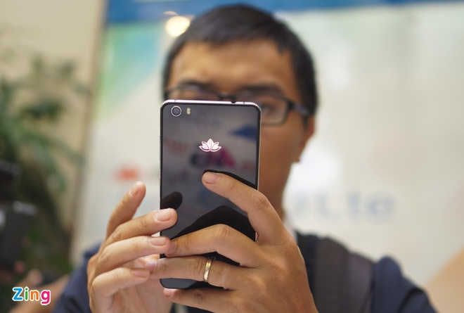 Smartphone 4G 'made in Vietnam' gia 4 trieu dong hinh anh 1