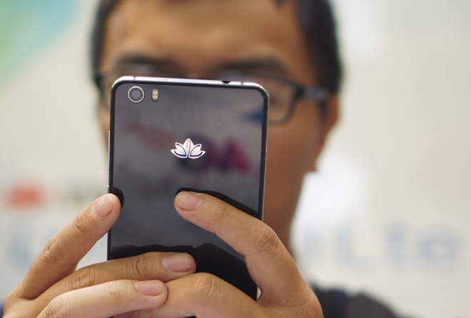 Smartphone 4G 'made in Vietnam' gia 4 trieu dong hinh anh
