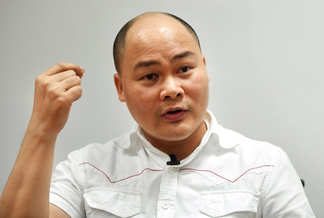 Ong Nguyen Tu Quang ly giai ve thiet ke moi cua Bphone 2017 hinh anh