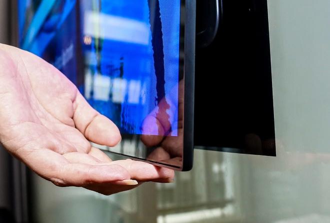 LG Signature W: TV dan tuong 2 mm, gia 300 trieu dong hinh anh 2