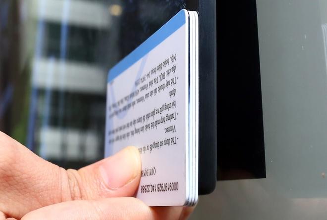 LG Signature W: TV dan tuong 2 mm, gia 300 trieu dong hinh anh 3