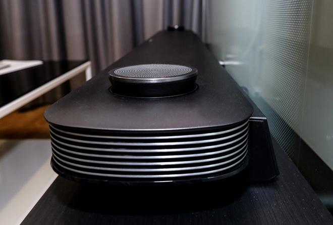LG Signature W: TV dan tuong 2 mm, gia 300 trieu dong hinh anh 8
