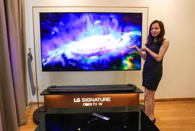 LG Signature W: TV dan tuong 2 mm, gia 300 trieu dong hinh anh 1