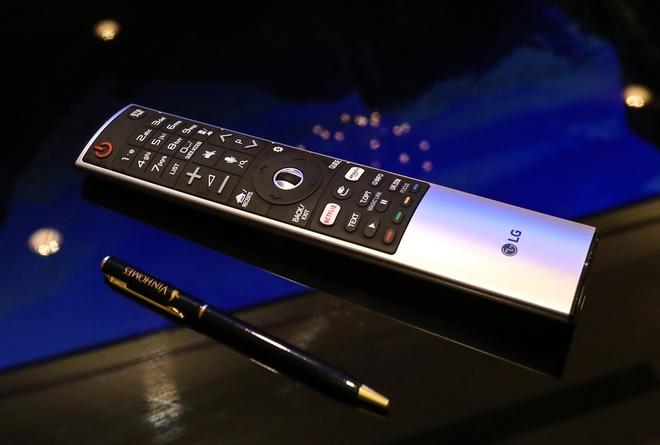 LG Signature W: TV dan tuong 2 mm, gia 300 trieu dong hinh anh 9