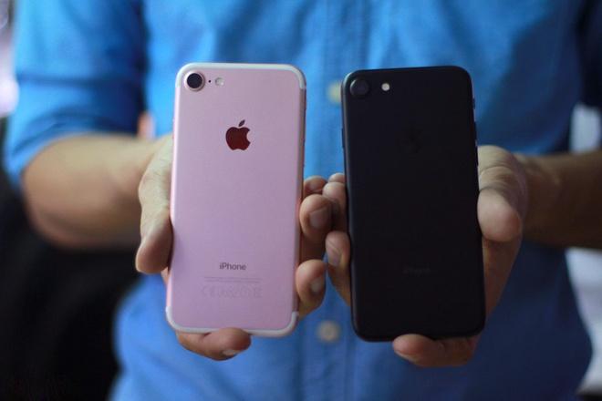 iPhone 8 sap ve Viet Nam, nguoi dung ru nhau mua iPhone 7 hinh anh