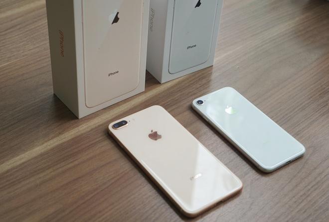 Sau 10 ngay, iPhone 8 giam gia ra sao so voi iPhone 7? hinh anh 2