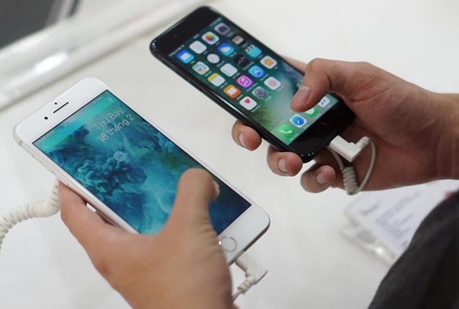 Apple, Google thu doi iPhone cu gia re mat hinh anh
