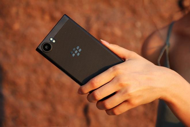 BlackBerry KeyOne Black Edition chinh hang gia 16 trieu tai VN hinh anh