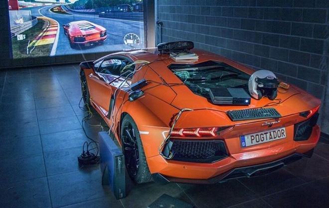 Do sieu xe Lamborghini thanh bo dieu khien Xbox hinh anh