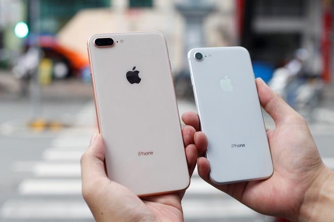 Nguoi My o at ban lai iPhone 8 cho len doi iPhone X hinh anh