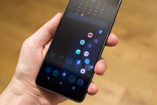 HTC U11+ ra mat, co ban nap lung trong suot hinh anh 10