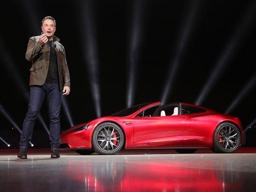 Elon Musk ra mat xe mui tran tang toc nhanh nhat the gioi hinh anh