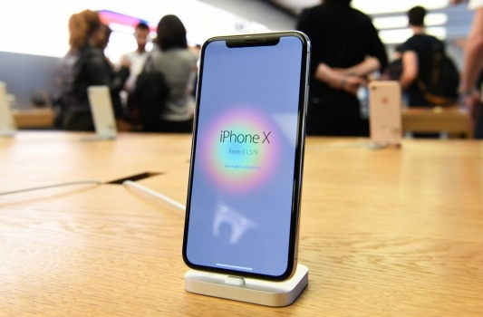 iPhone X dung chip mang Intel yeu hon cua Qualcomm hinh anh 1