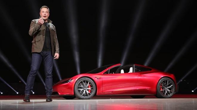 Elon Musk lua ca the gioi: Hua dua Tesla Roadster len khong gian hinh anh