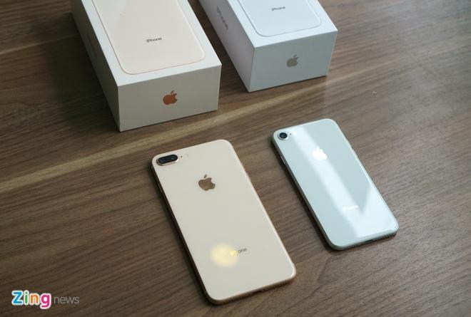 Loan gia iPhone 8, 8 Plus tai Viet Nam hinh anh
