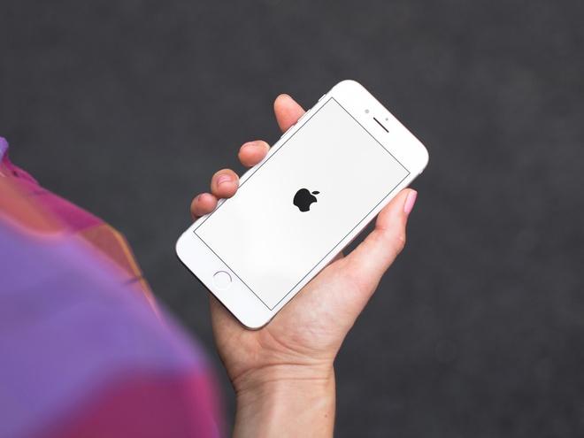 Kien Apple doi 1.000 ty USD vi lam cham iPhone cu hinh anh