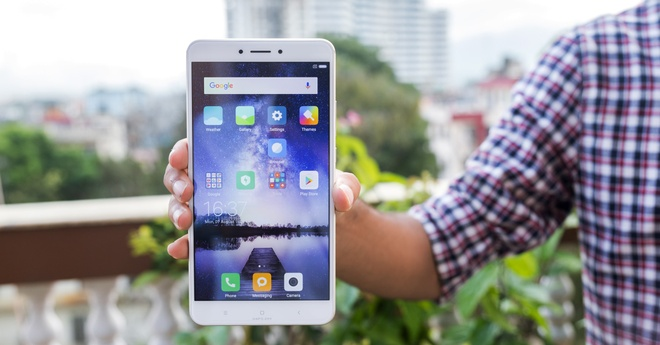 5 smartphone man hinh lon gia tot cho nam 2018 hinh anh 2