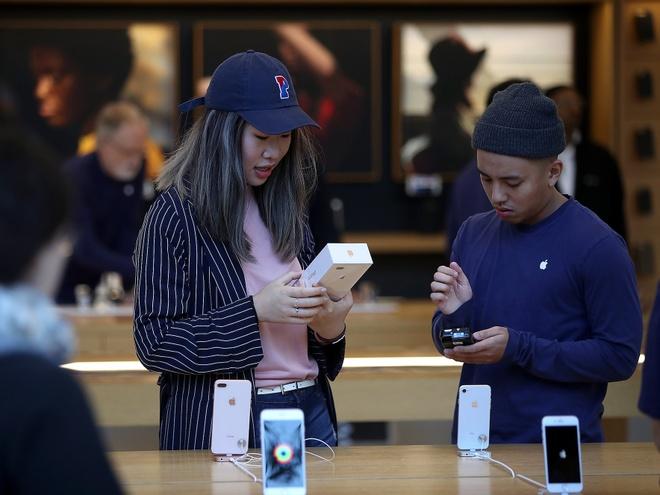 Sua iPhone tai Apple Store - Doi khong nhu la mo hinh anh