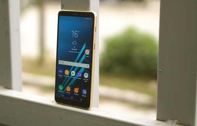Nhung smartphone can cao cap dang mua dip can Tet hinh anh 1