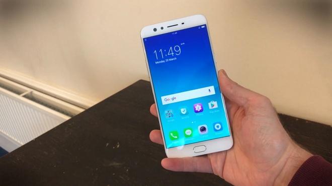 Nhung smartphone can cao cap dang mua dip can Tet hinh anh 6