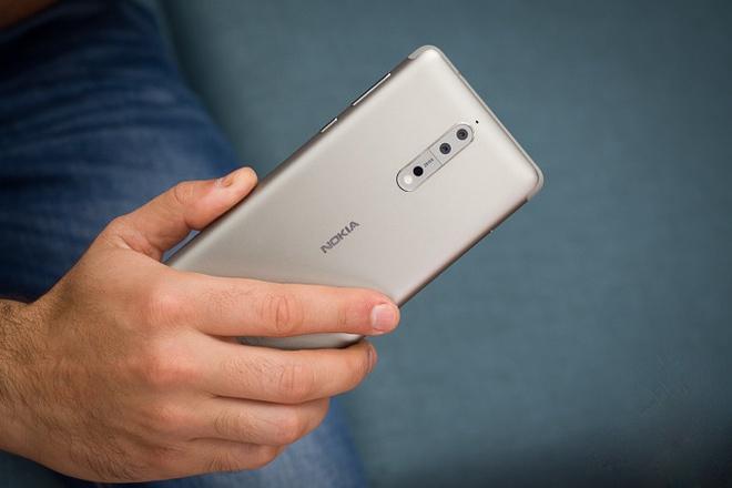 Nhung smartphone can cao cap dang mua dip can Tet hinh anh 3