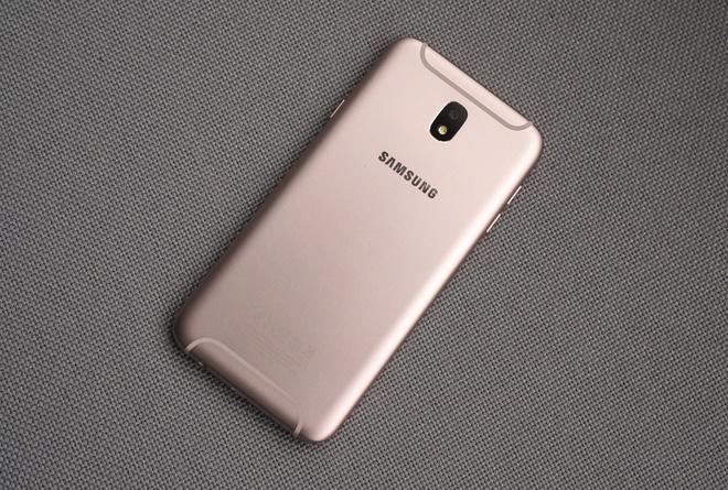 Can canh Galaxy J7 Pro mau hong cho mua Valentine hinh anh 3