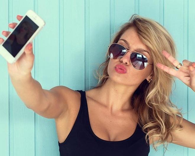 Chup selfie khien mui ban to hon hinh anh