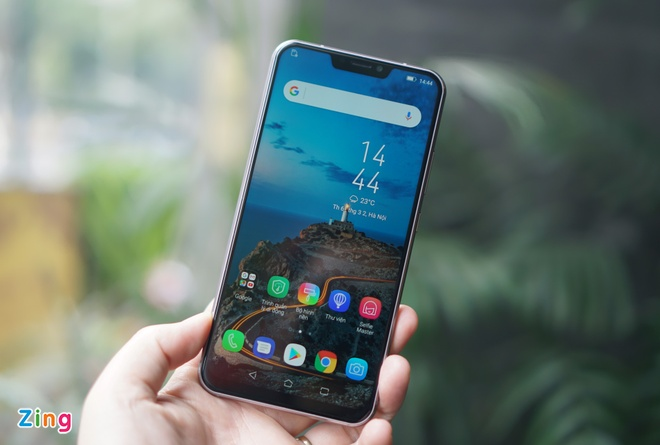 Anh thuc te 'iPhone X chay Android' cua Asus tai Viet Nam hinh anh 1