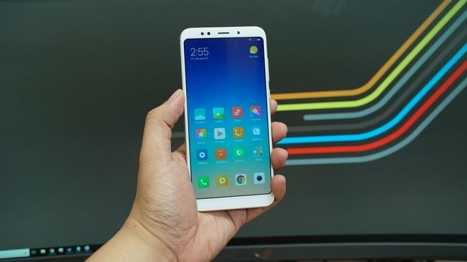 5 smartphone man hinh lon gia tam trung anh 1