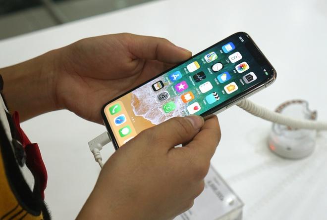 'Bom tan' gia tren troi, nguoi dung chon smartphone tan trang hinh anh 1