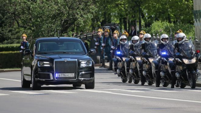 Sieu limousine do Nga tu san xuat dua ong Putin di nham chuc hinh anh