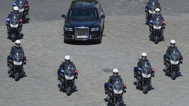 Sieu limousine do Nga tu san xuat dua ong Putin di nham chuc hinh anh 3
