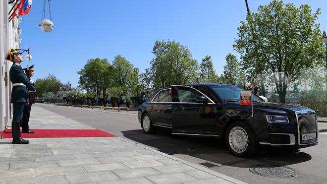 Sieu limousine do Nga tu san xuat dua ong Putin di nham chuc hinh anh 7