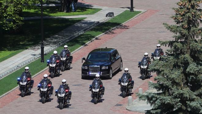 Sieu limousine do Nga tu san xuat dua ong Putin di nham chuc hinh anh 5