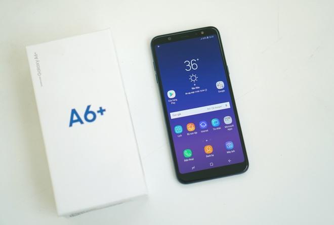 Mo hop Galaxy A6+ man hinh AMOLED, gia 9 trieu hinh anh