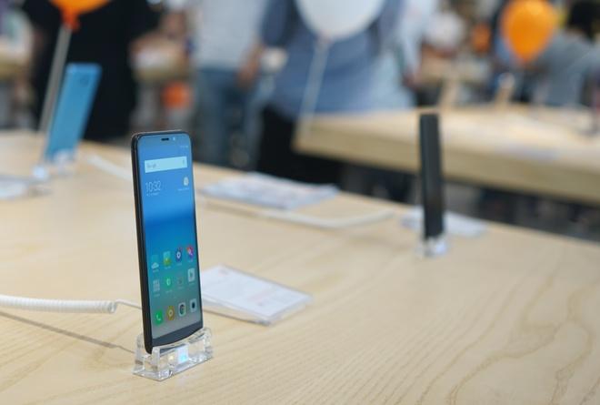Smartphone 5-10 trieu o at len ke tai Viet Nam hinh anh