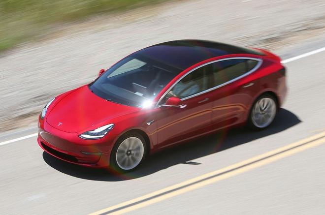 Tesla Model 3 ban cao cap tang toc nhu sieu xe hinh anh