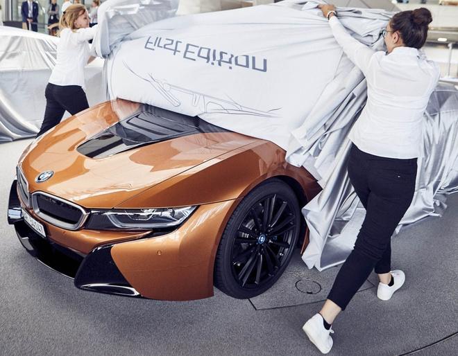 Nhung chiec BMW i8 Roadster dau tien den tay khach hang hinh anh