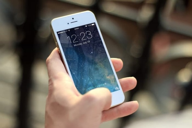 iPhone 5S, 6 nhu 'song lai' khi len iOS 12 hinh anh