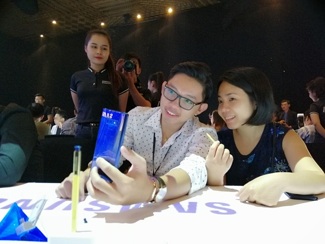 Samsung muon tung mot chiec smartphone 'chat nhat qua dat' hinh anh 20