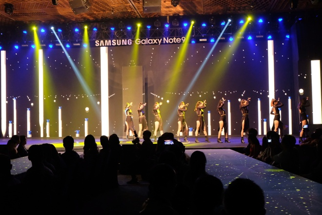Samsung muon tung mot chiec smartphone 'chat nhat qua dat' hinh anh 8