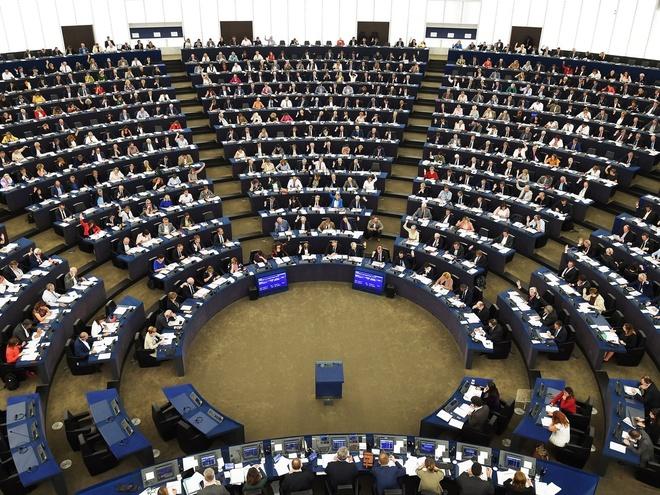 EU ep Google, Facebook tra tien ban quyen: Internet sap thay doi? hinh anh 1