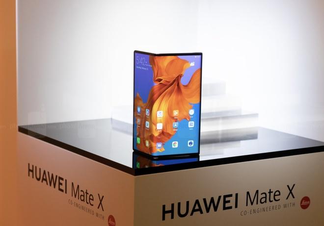 Trai nghiem Huawei Mate X hinh anh