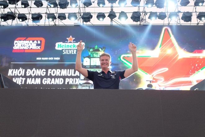 Son Tung mang hit 'Chay ngay di' den su kien khoi dong giai dua F1 VN hinh anh 15