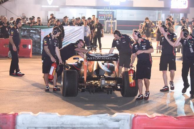Son Tung mang hit 'Chay ngay di' den su kien khoi dong giai dua F1 VN hinh anh 16